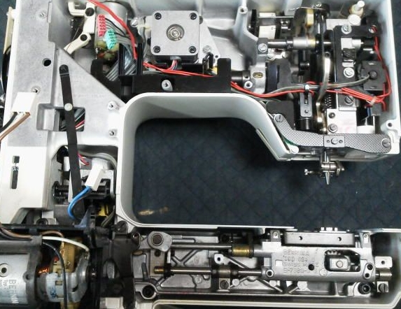 Holidaynu1090(BERNINAミシン)の分解オーバーホールメンテナンス修理|RICCARミシン