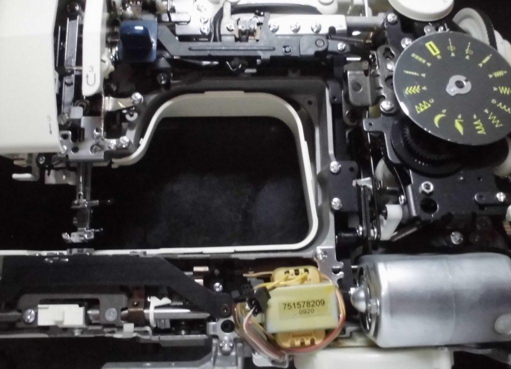 モナーゼE4000の分解オーバーホールメンテナンス修理|ジャノメミシン修理