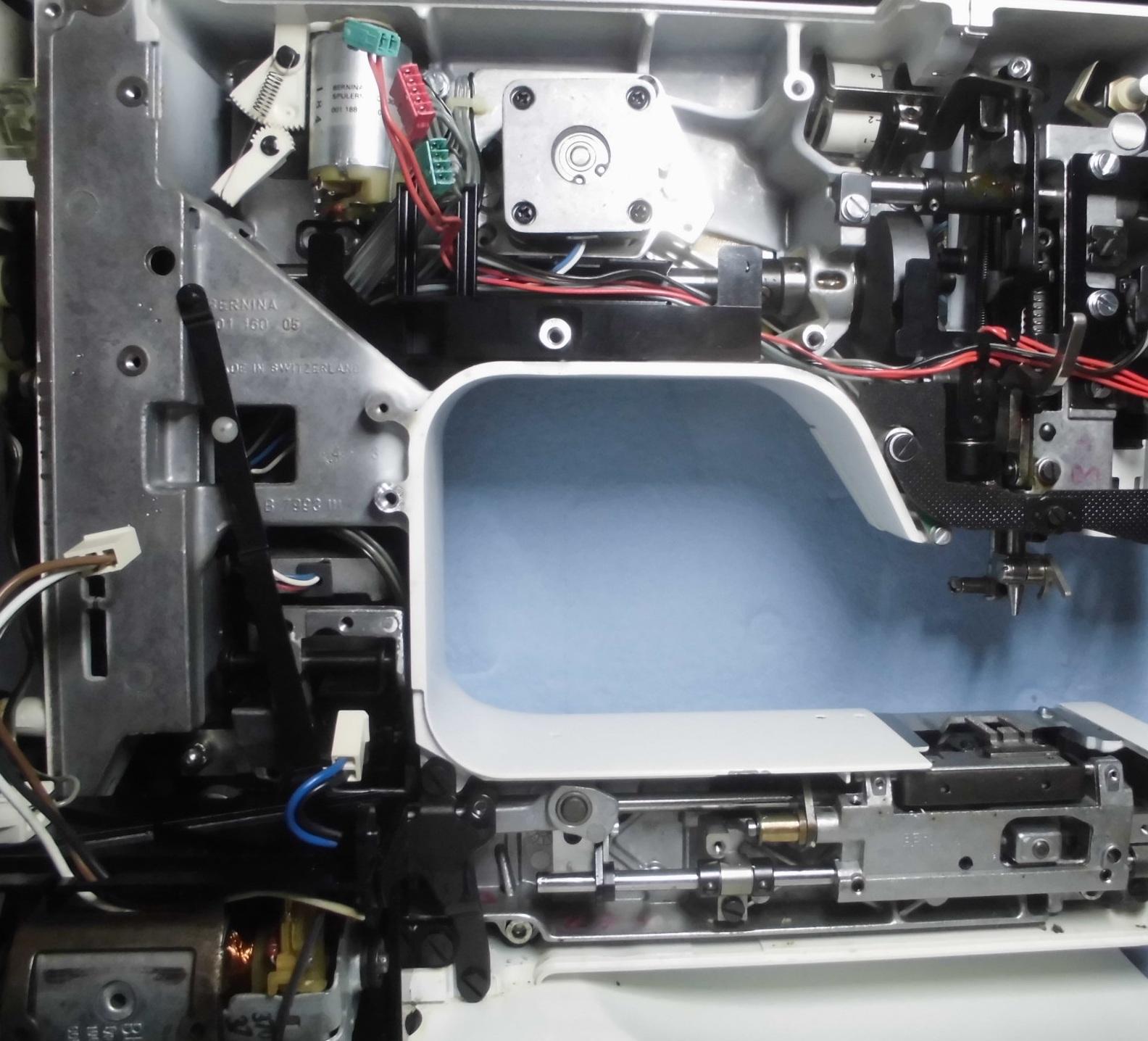 メイン基板や背面カバーなどを外したホリデーヌ1241の分解画像です