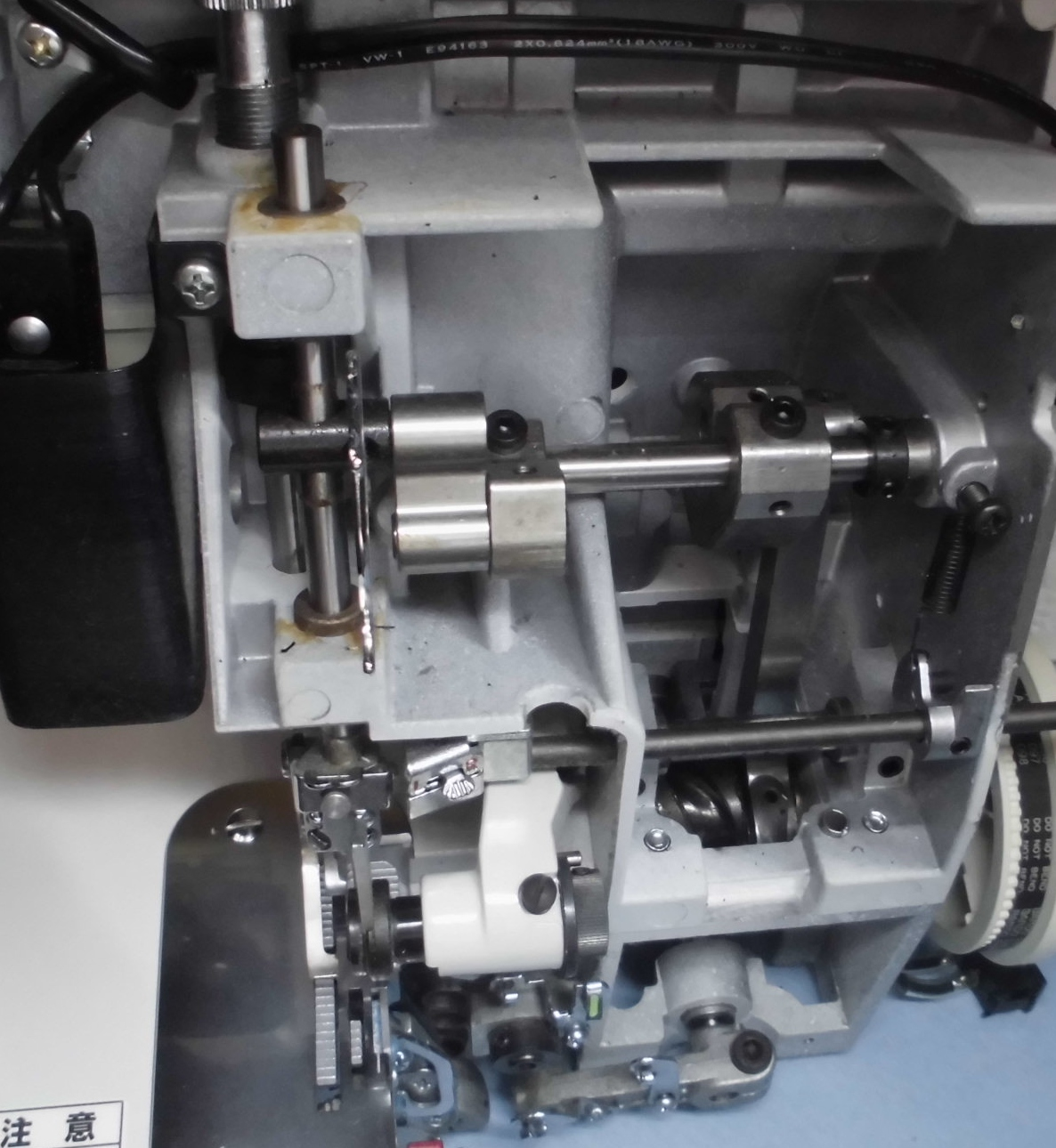 BL4-828DFの分解オーバーホールメンテナンス ジューキベビーロックミシン