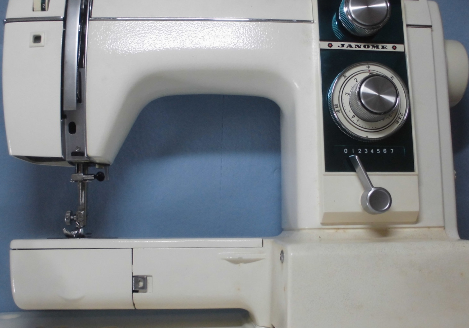 ジャノメミシン修理|エクセル813|動かない、縫えない、固着、部品の破損、釜ギアの交換